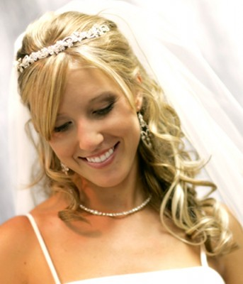 There are a variety of curly hairstyles that can be done to the bride's